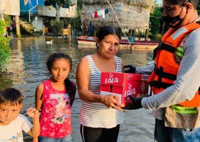 Familia en una inundación
