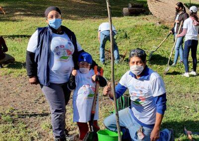 Voluntariado lala plantando árboles